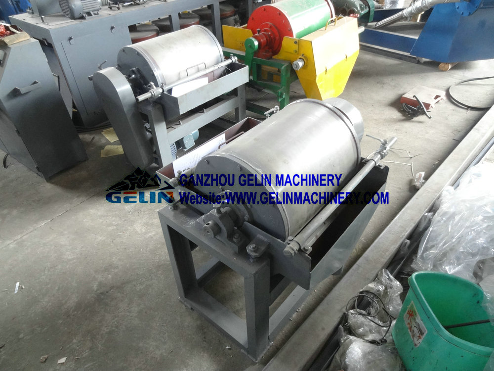 Small wet type magnetic separator
